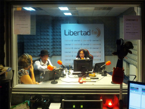 Visita-de-Mr-Pillkington-a-la-Radio-Libertad-FM-web-01